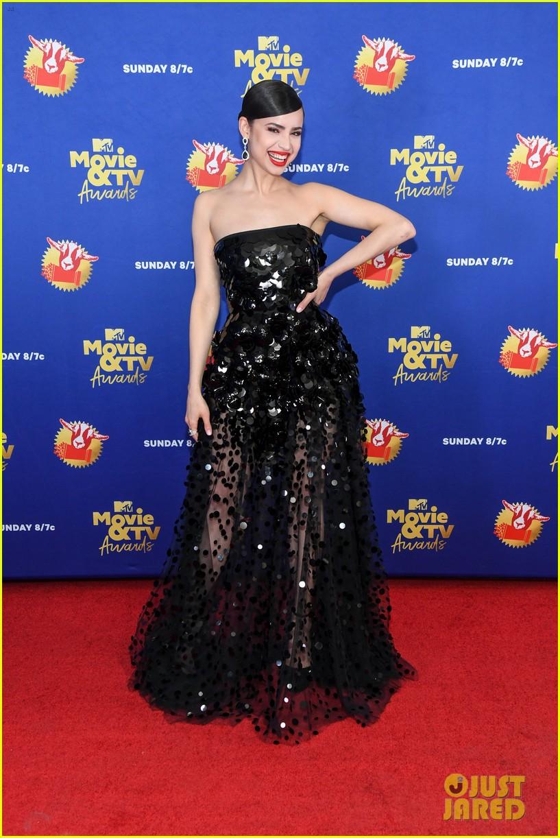 maddie ziegler sabrina carpenter mtv movie tv awards 22