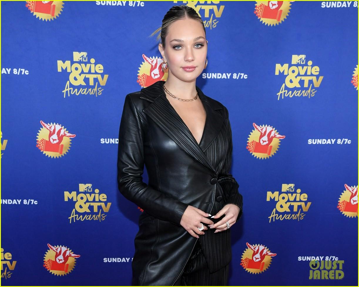 maddie ziegler sabrina carpenter mtv movie tv awards 23