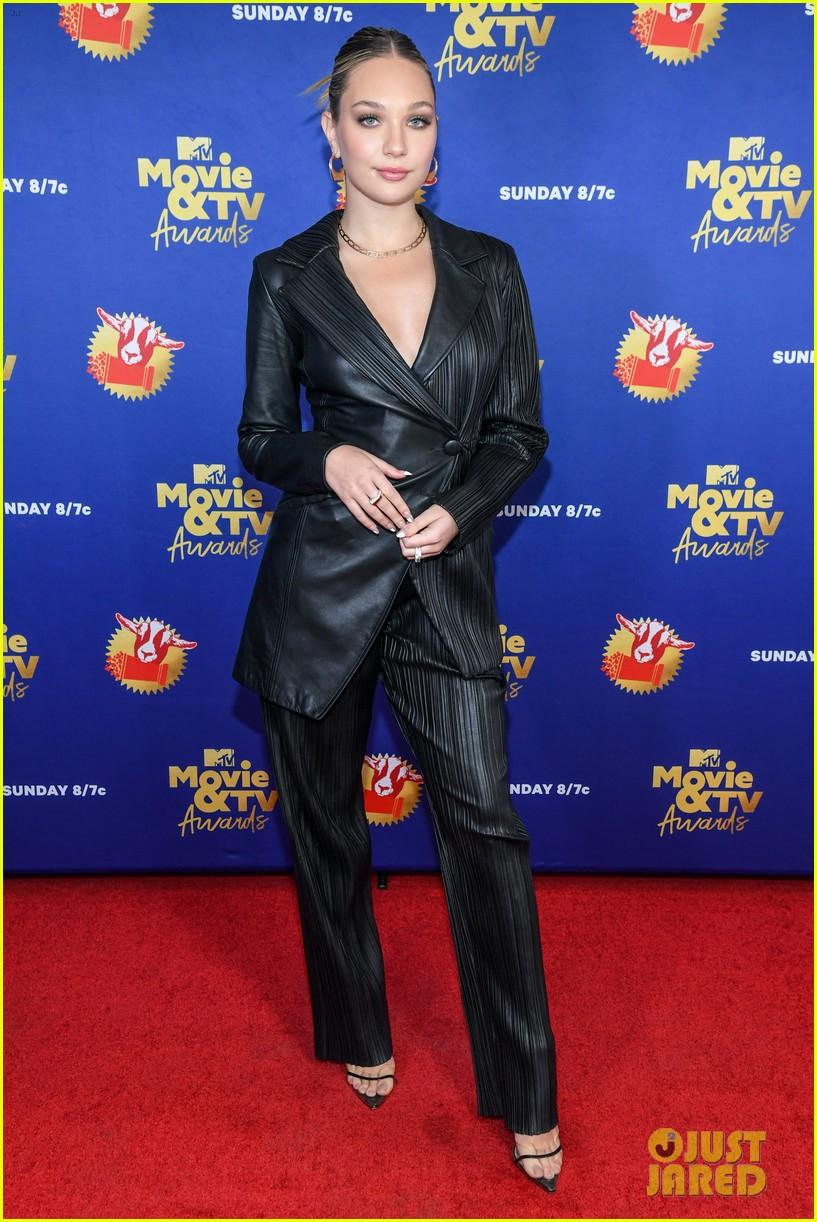 maddie ziegler sabrina carpenter mtv movie tv awards 27