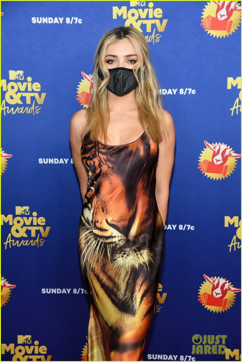 maddie ziegler sabrina carpenter mtv movie tv awards 39