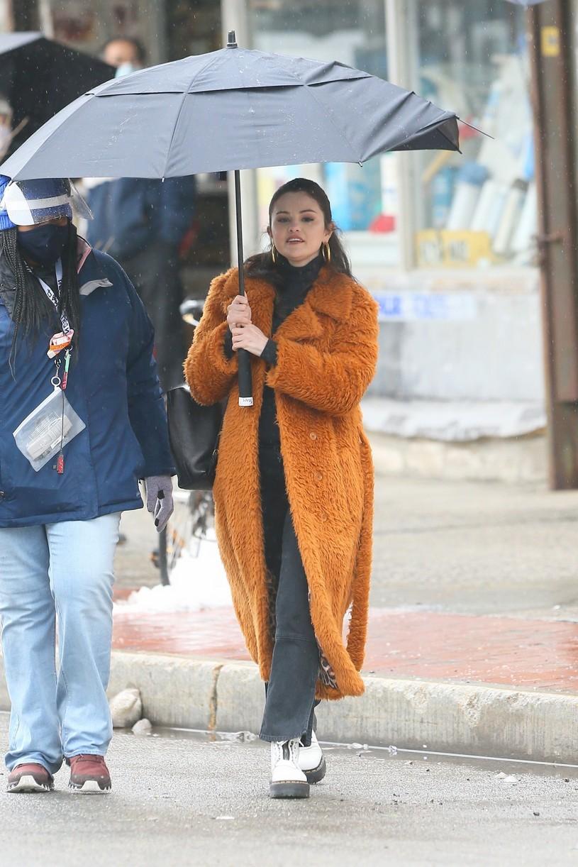 selena gomez leopard orange coat only murders martin short steve martin 02
