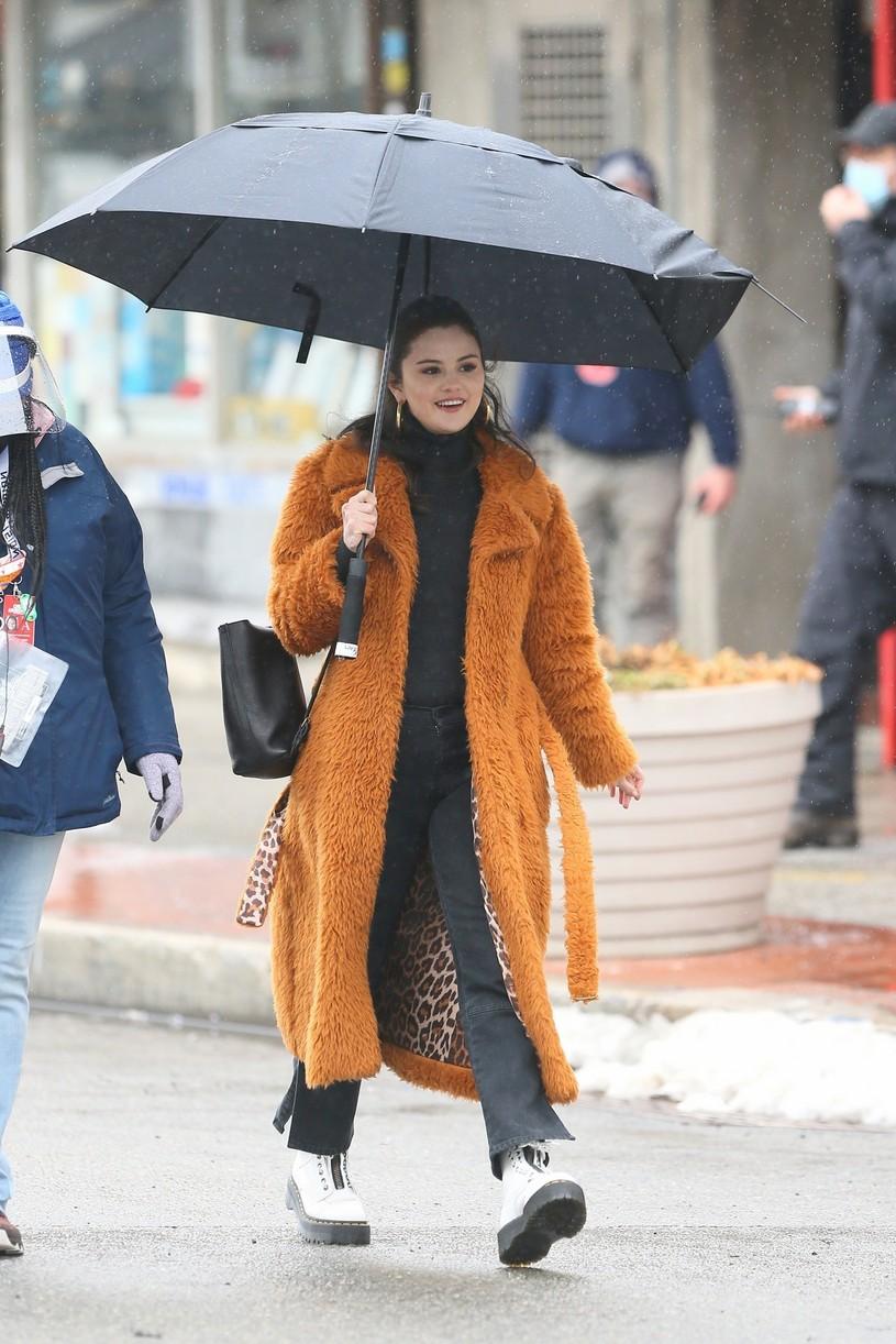 selena gomez leopard orange coat only murders martin short steve martin 09