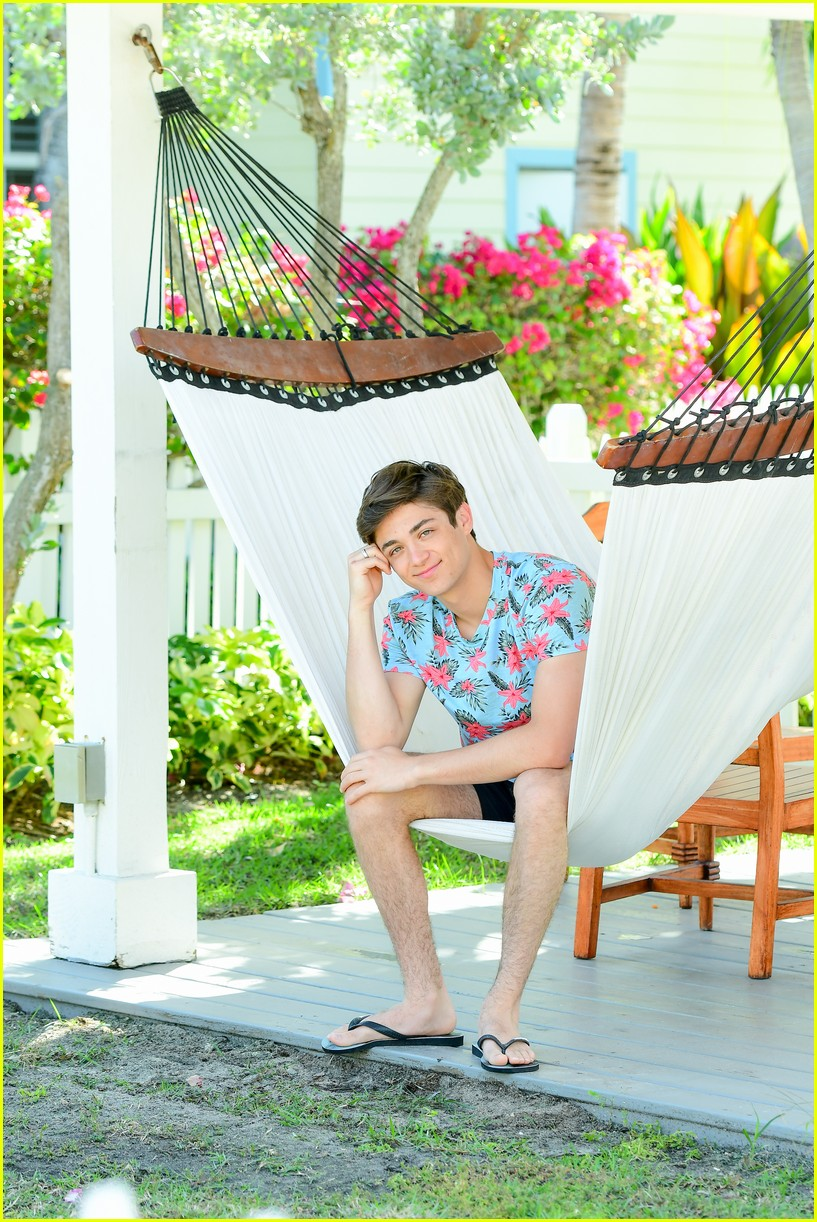 asher angel and his dad have fun in the sun in new turks caicos pics 01