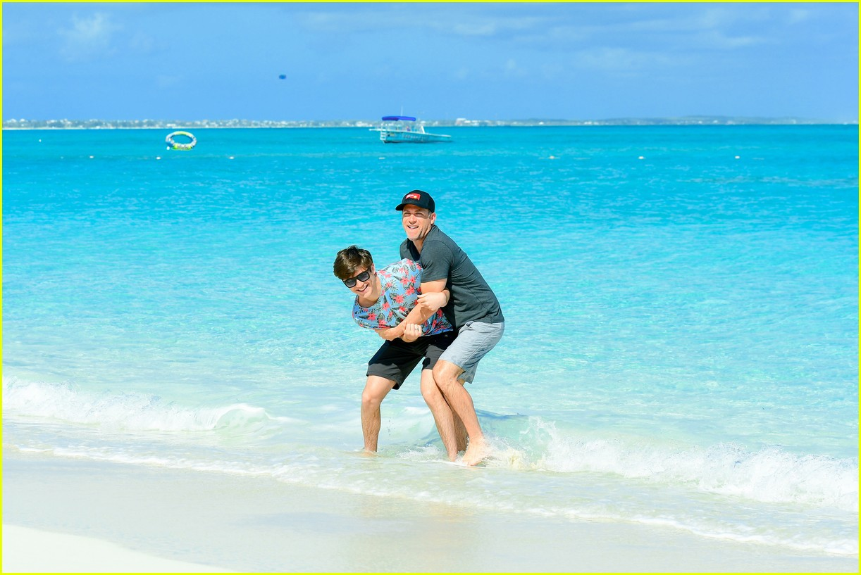 asher angel and his dad have fun in the sun in new turks caicos pics 02