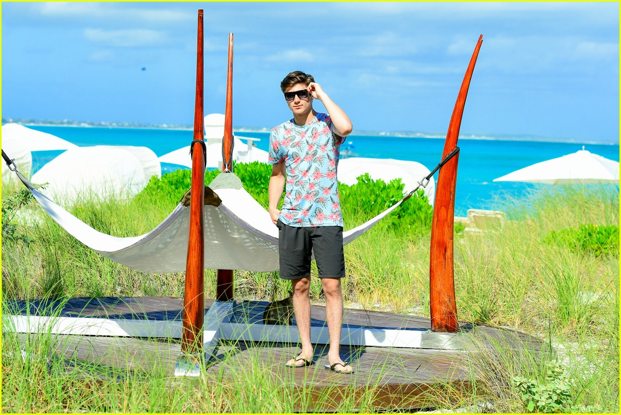 asher angel and his dad have fun in the sun in new turks caicos pics 06