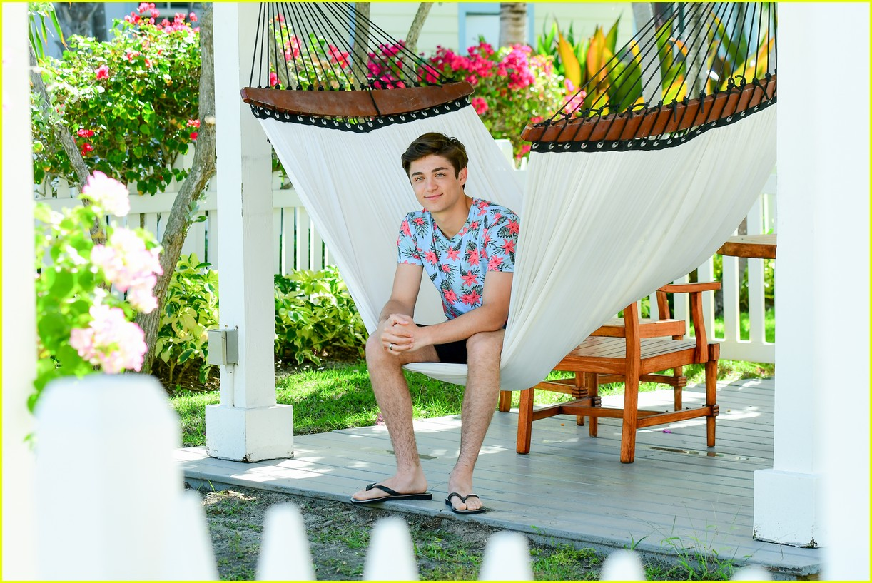 asher angel and his dad have fun in the sun in new turks caicos pics 07