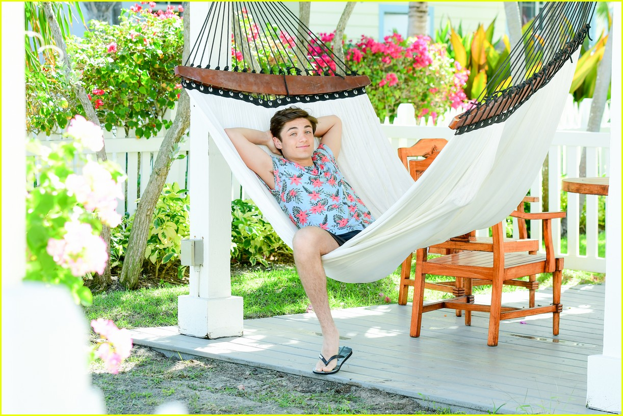 asher angel and his dad have fun in the sun in new turks caicos pics 08