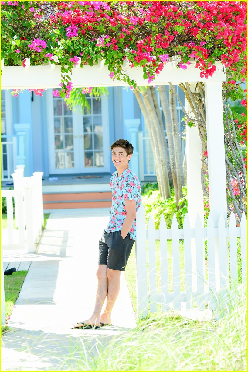 asher angel and his dad have fun in the sun in new turks caicos pics 09