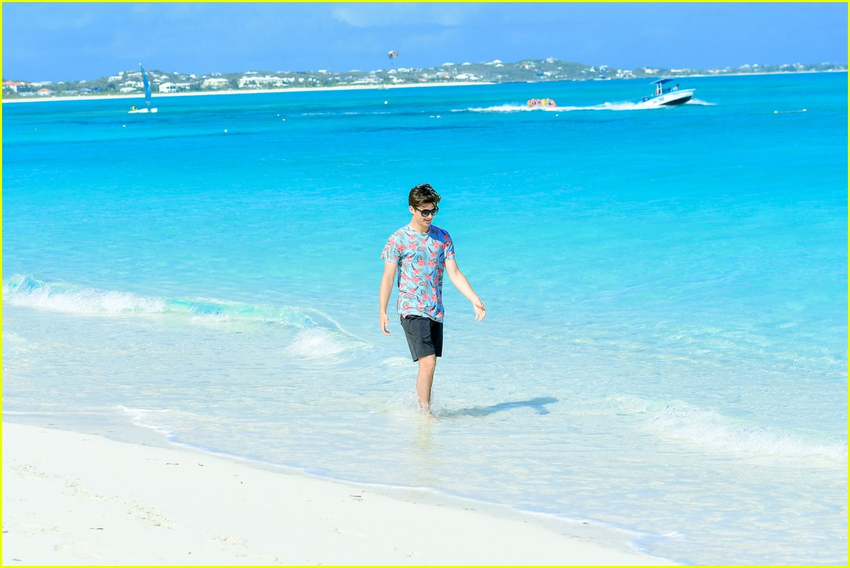 asher angel and his dad have fun in the sun in new turks caicos pics 10