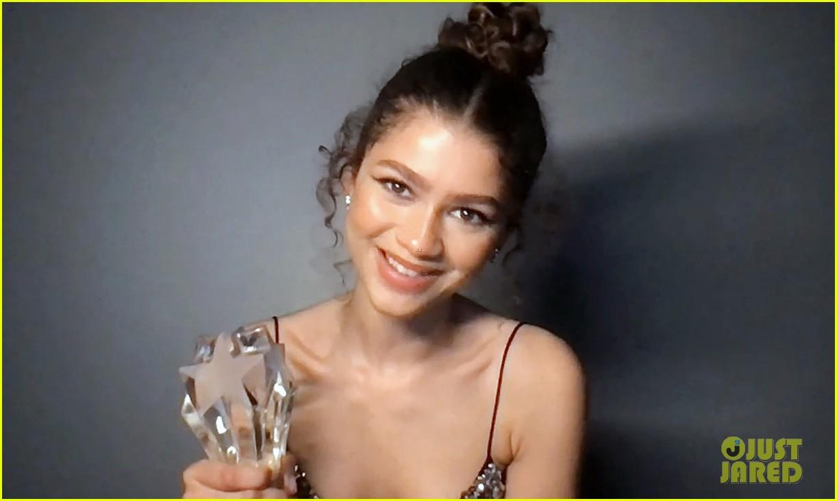 zendaya seeher award critics choice awards 04