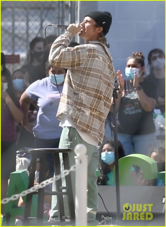 justin bieber performs at school after night out with hailey bieber 04