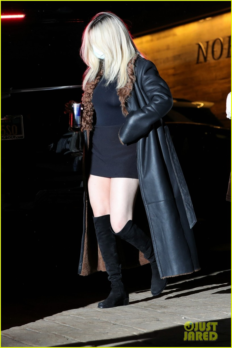 selena gomez shows off bleached blonde hair night out 14