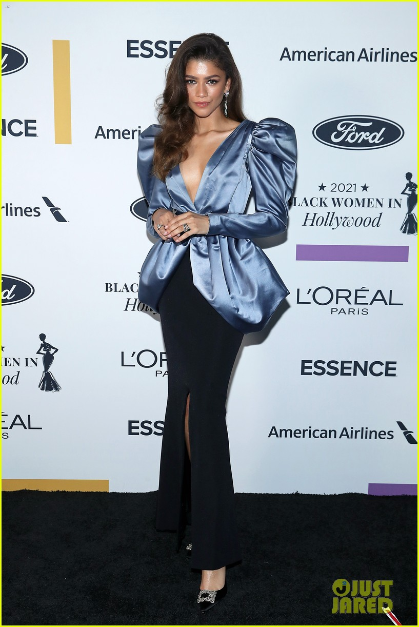 zendaya walks first red carpet in over a year see her gorgeous look 01
