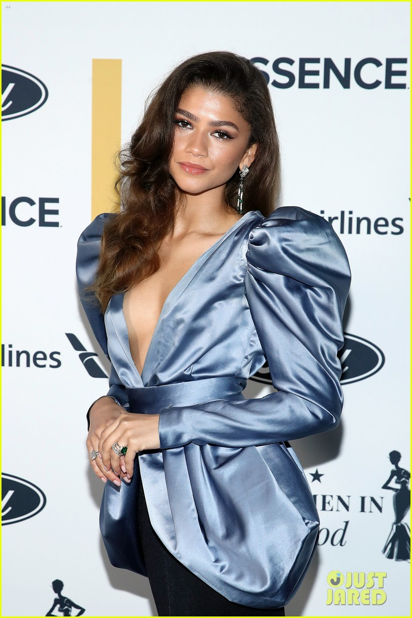zendaya walks first red carpet in over a year see her gorgeous look 08