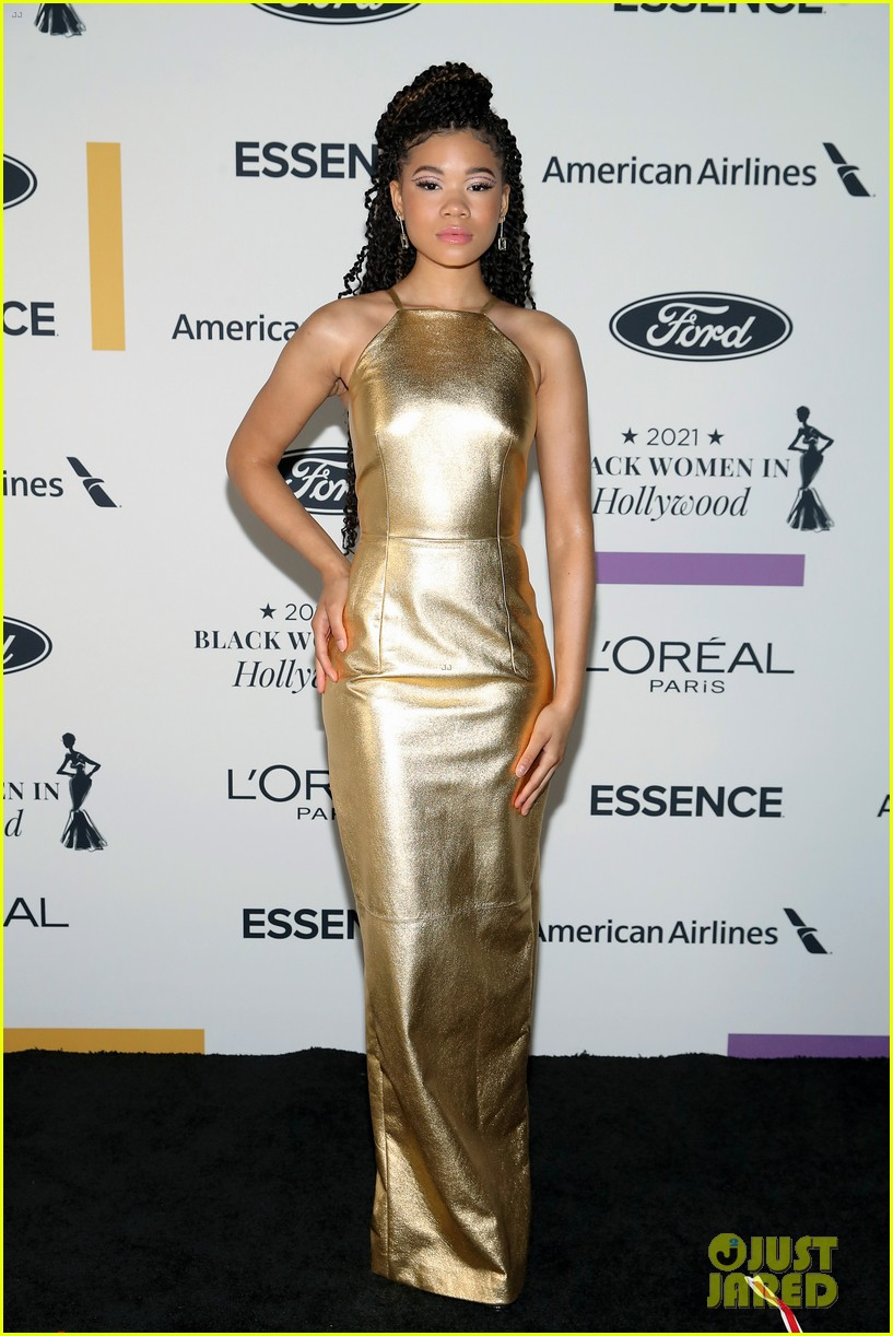 zendaya walks first red carpet in over a year see her gorgeous look 12