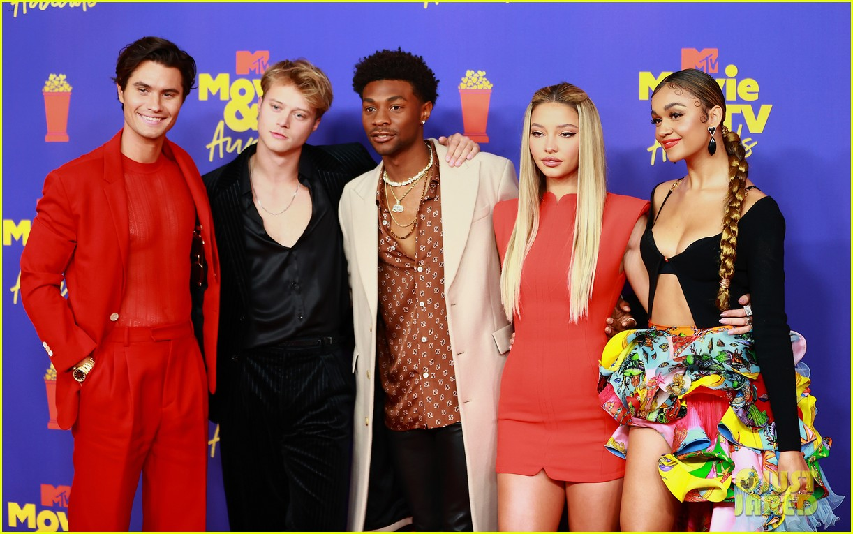 outer banks cast mtv movie awards red carpet pics 02