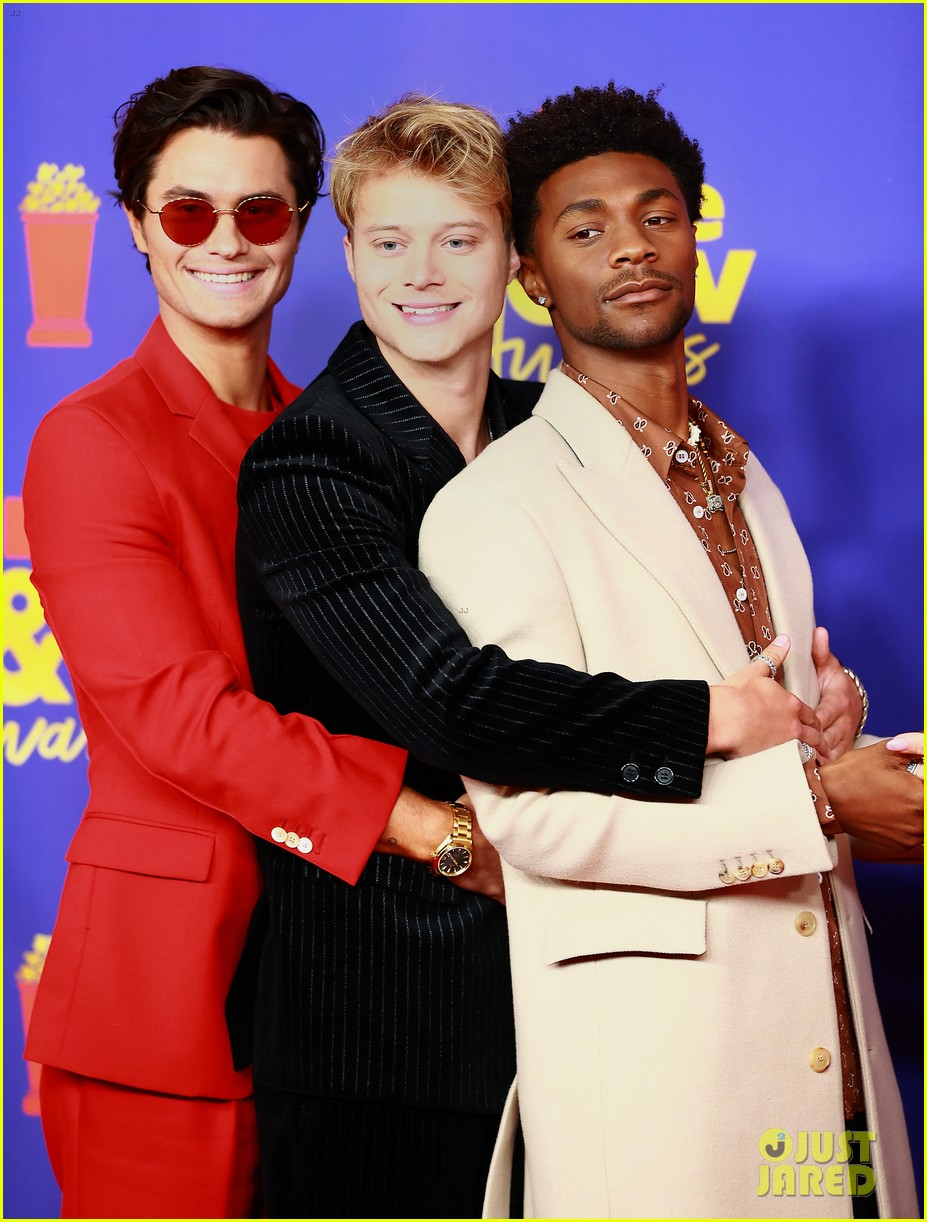 outer banks cast mtv movie awards red carpet pics 03