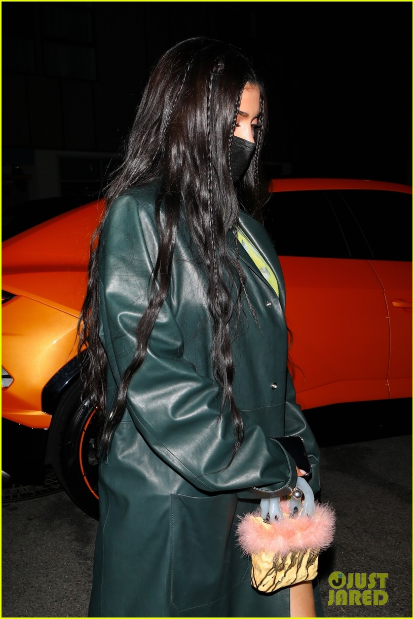 kylie jenner leaves party 02