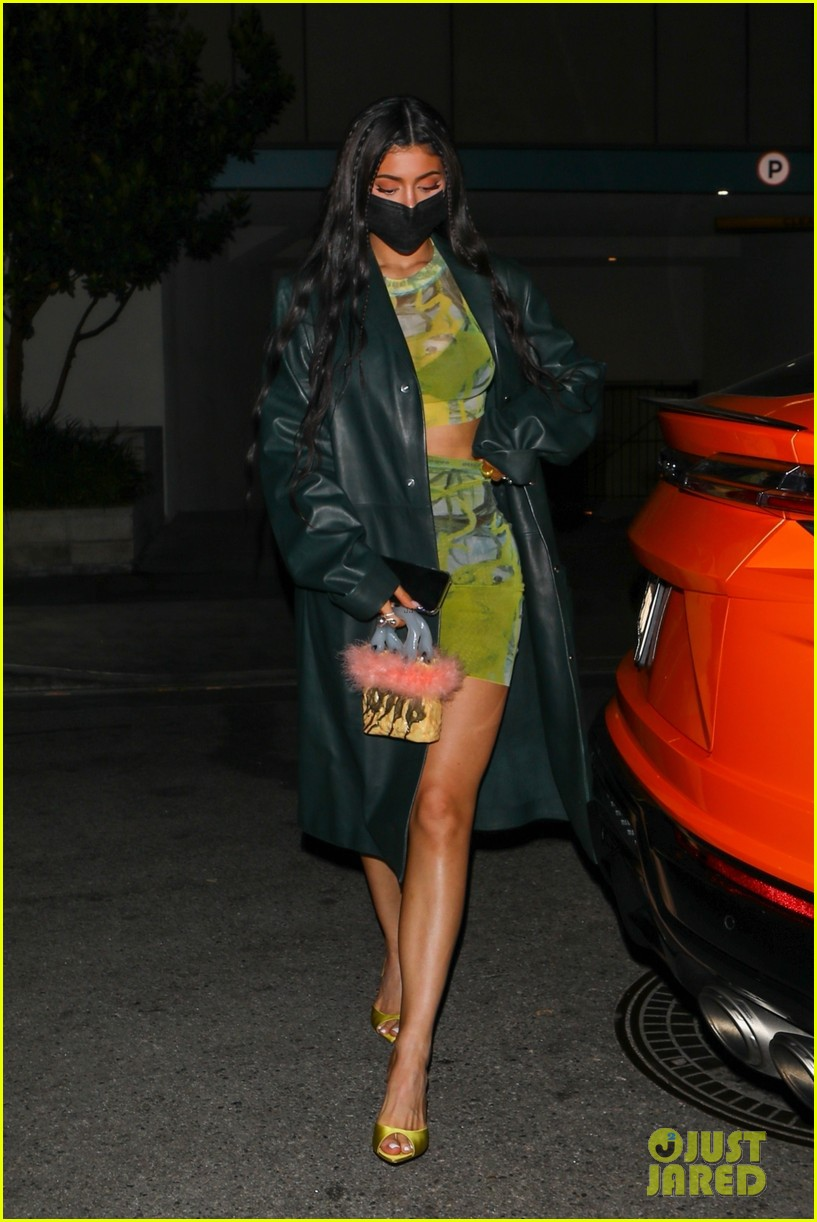 kylie jenner leaves party 03