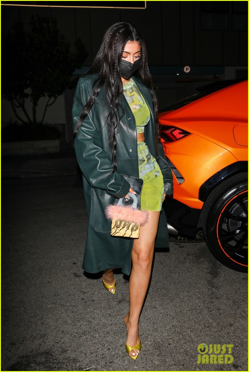 kylie jenner leaves party 05