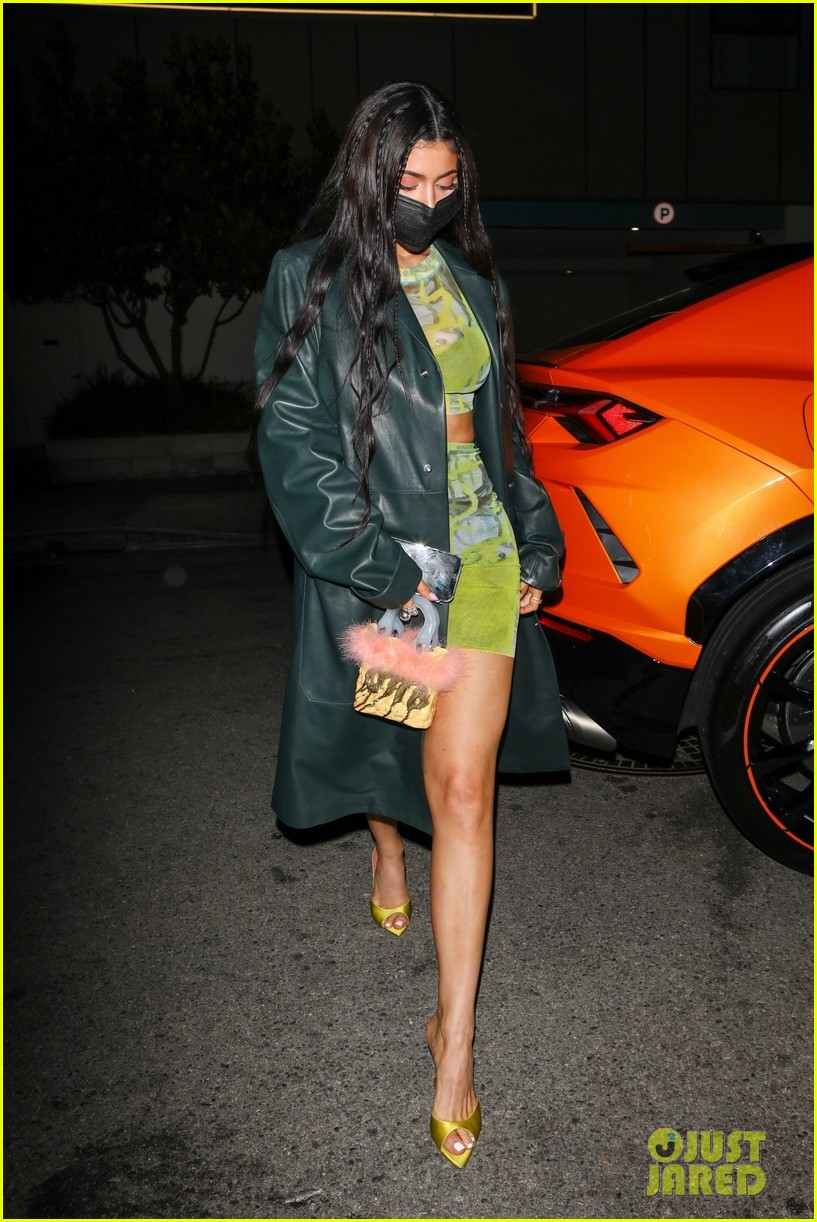 kylie jenner leaves party 07