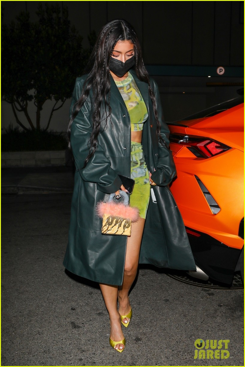 kylie jenner leaves party 09