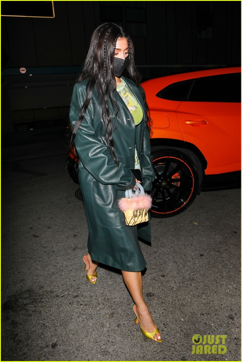 kylie jenner leaves party 10