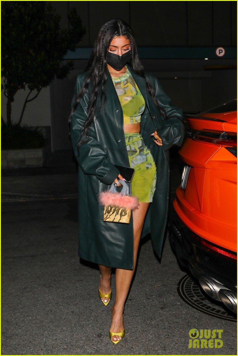 kylie jenner leaves party 12
