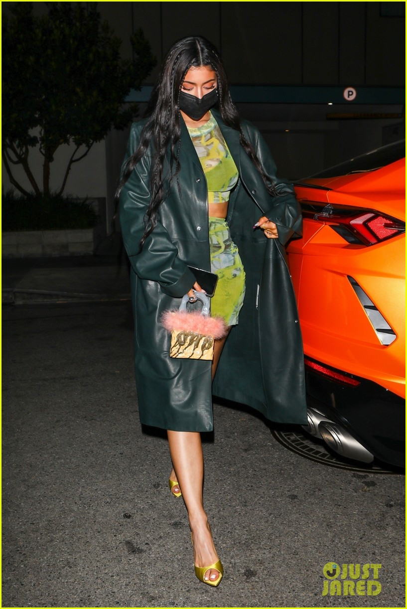 kylie jenner leaves party 13
