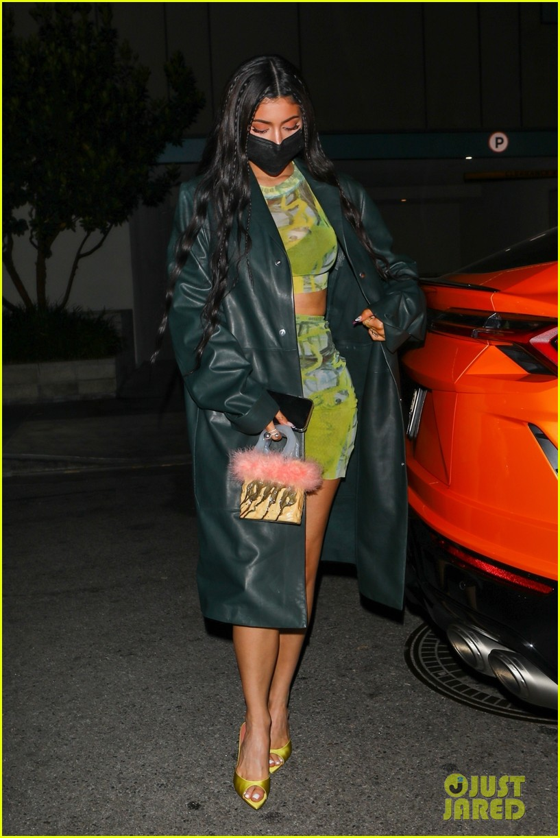 kylie jenner leaves party 16