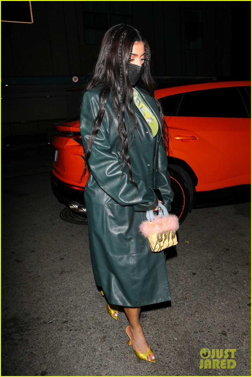 kylie jenner leaves party 18