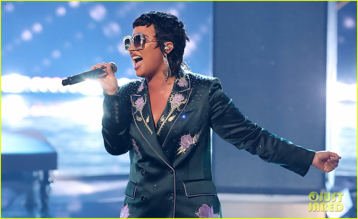 demi lovato channels elton johns style during tribute performance 02