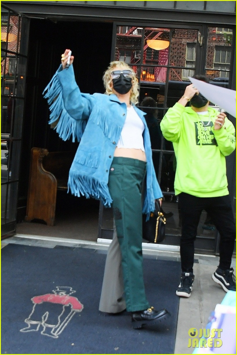 miley cyrus tops for fans snl rehearsals fringe jacket 02