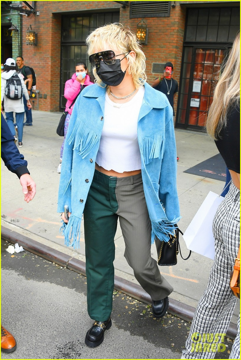 miley cyrus tops for fans snl rehearsals fringe jacket 11