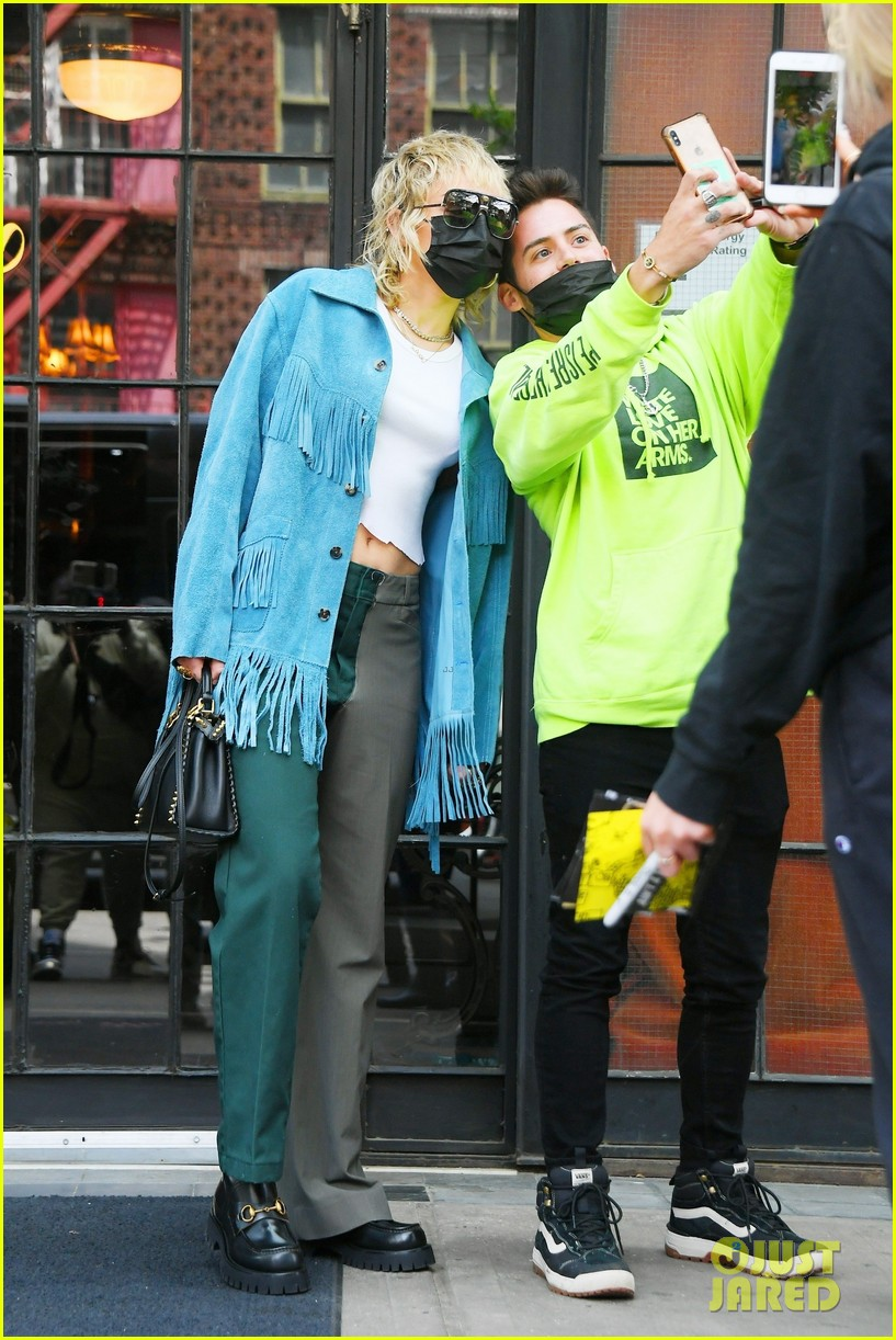 miley cyrus tops for fans snl rehearsals fringe jacket 12