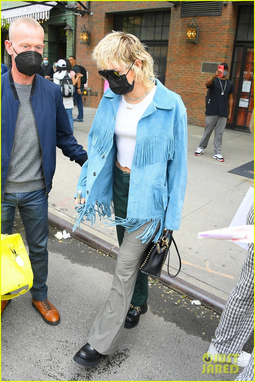 miley cyrus tops for fans snl rehearsals fringe jacket 15