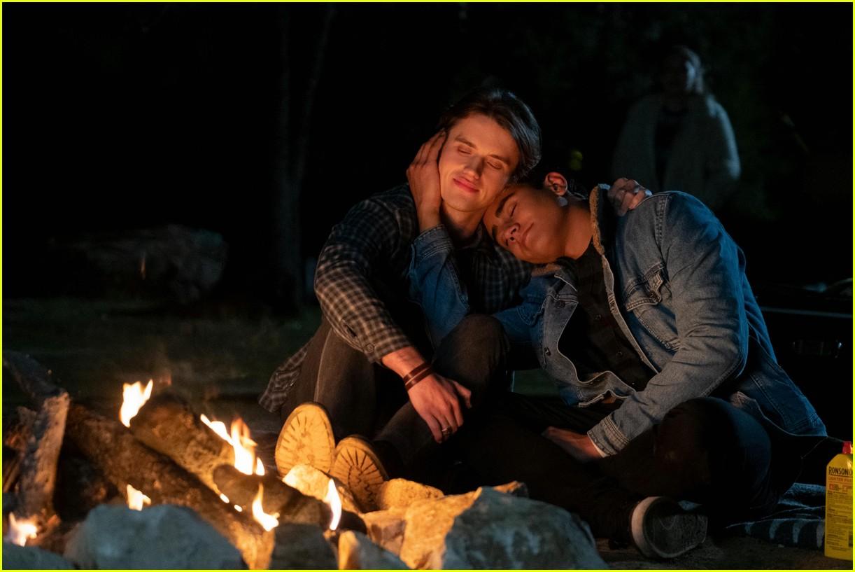 love victor debuts season two trailer watch now 04