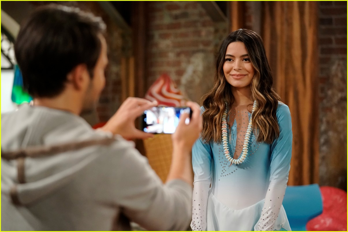what time does icarly premiere on paramount plus 01