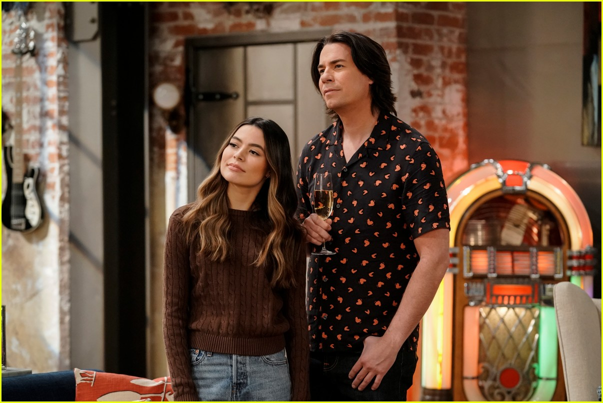 what time does icarly premiere on paramount plus 03