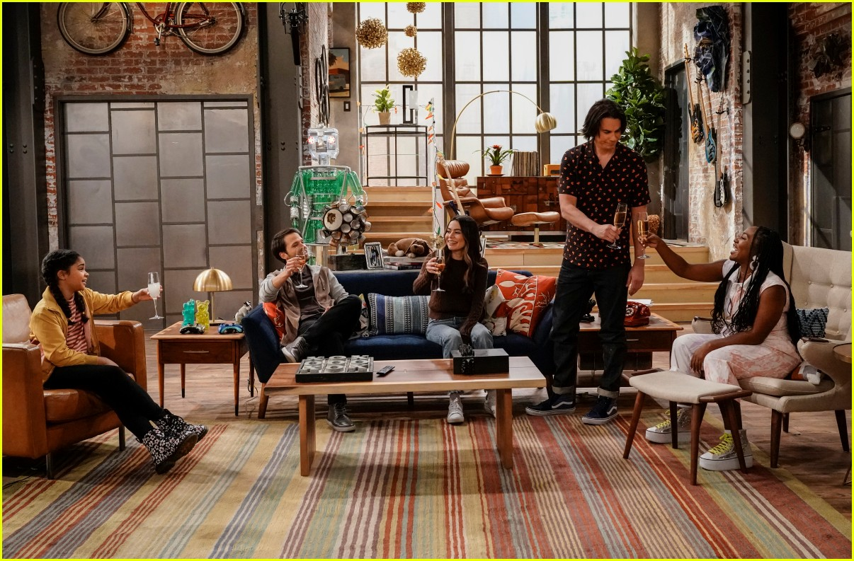 what time does icarly premiere on paramount plus 10
