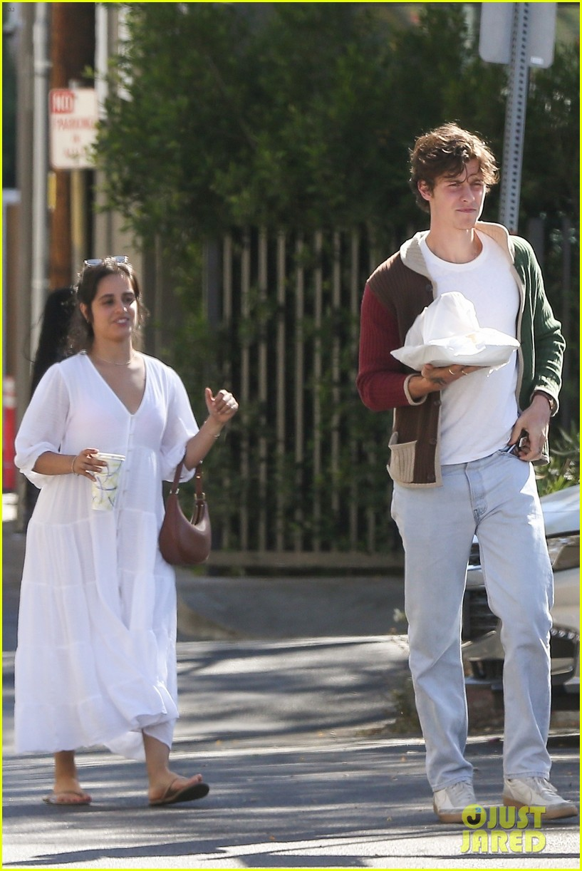camila cabello shawn mendes pick up dinner to go weho 03