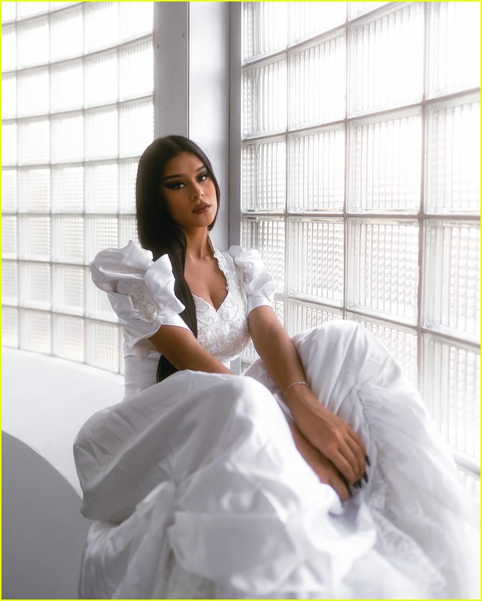 bella dose debut new she music video exclusive premiere 01