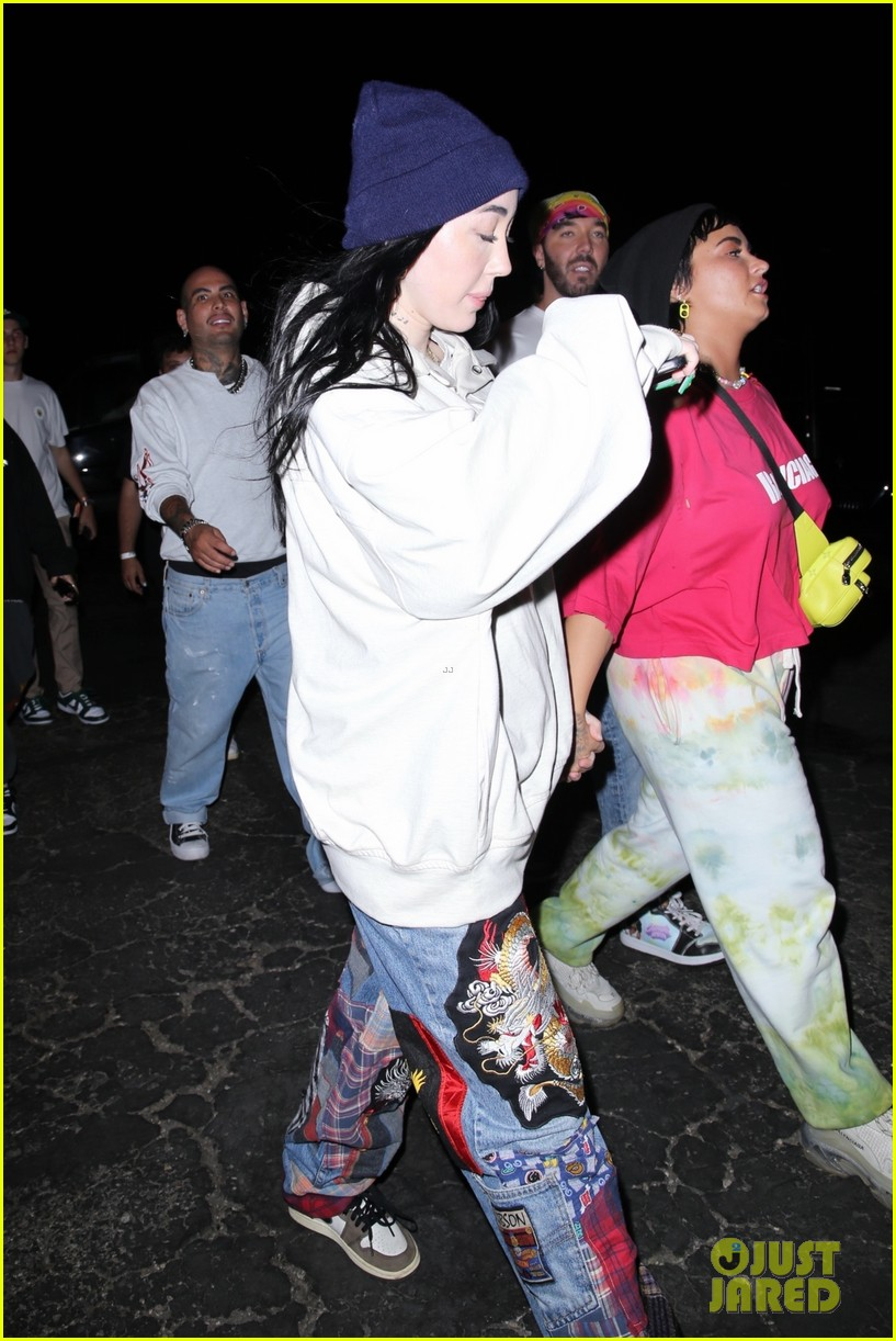 demi lovato noah cyrus hold hands after space jam event 01