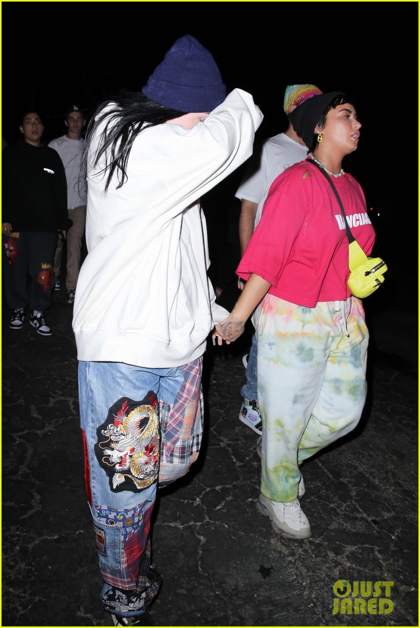 demi lovato noah cyrus hold hands after space jam event 03