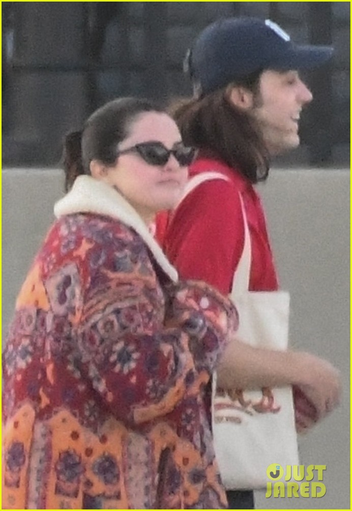selena gomez boards a yacht for quick trip with friends 04