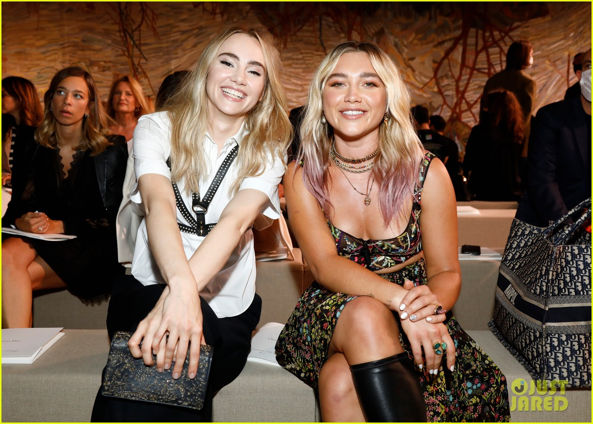 jennifer lawrence florence pugh sit front row at christian dior fashion show 02