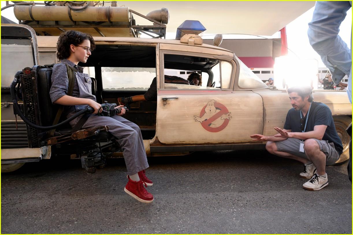 mckenna grace finn wolfhard star in ghostbusters afterlife trailer 05