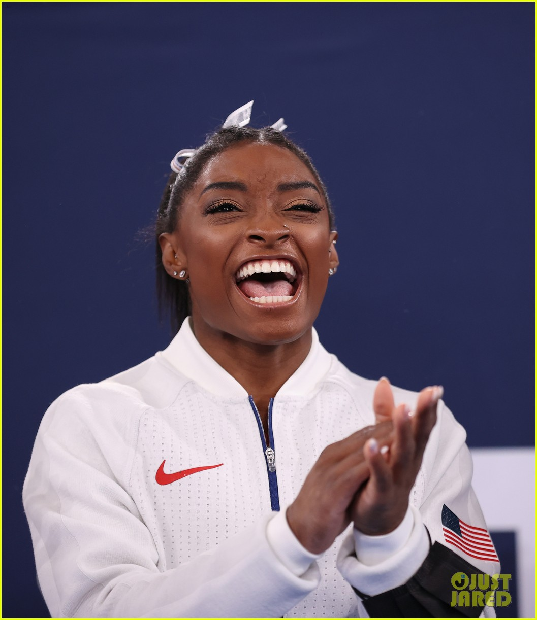 simone biles withdraws from olympic team event 04