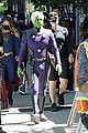 supergirl cast in full costume finale filming 01
