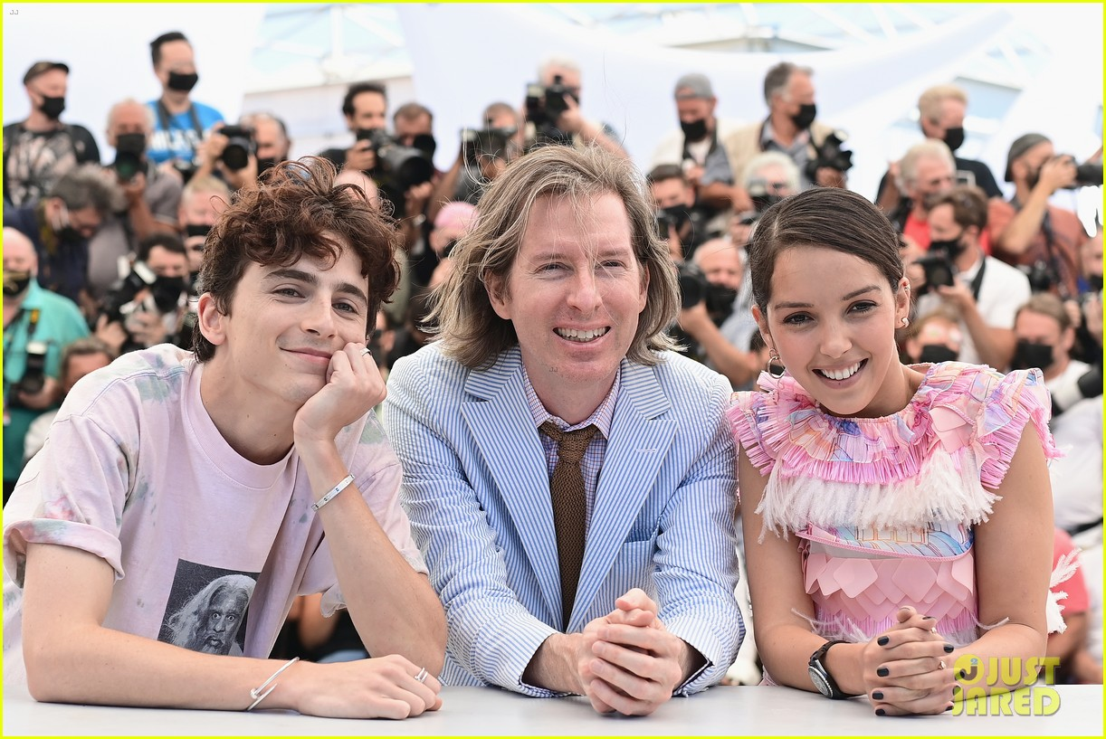 timothee chalamet continues with cute poses at the french dispatch photo call 04
